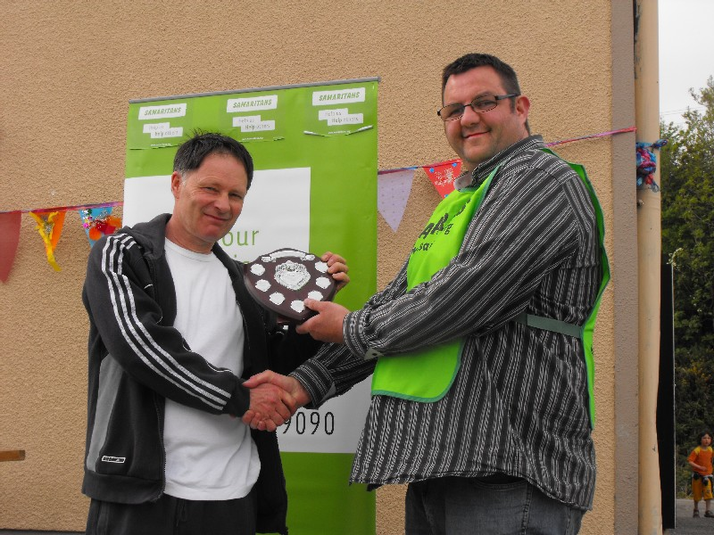 Mark (from Samaritans) presents the trophy to Steve